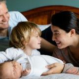 foto di una famiglia con bambini